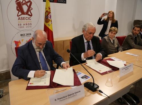 Don Francisco García García, Presidente de ASECIC, y Don Carlos Espinosa de los Monteros, Alto Comisionado de la Marca España.