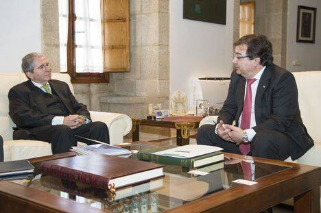 El presidente del Grupo CLH se reúne con el presidente de la Junta de Extremadura