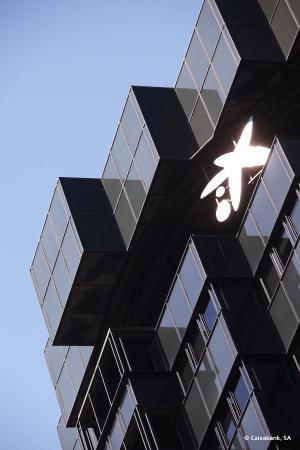 CaixaBank obtiene un beneficio de 273 millones, apoyado en los ingresos bancarios, la contención de los gastos y la reducción de las dotaciones
