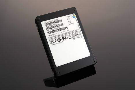 Samsung lanza el SSD de mayor capacidad del mundo (15,36 TB) para sistemas de almacenamiento empresarial