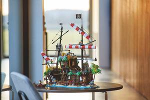 LEGO® anuncia un set inspirado en su épico juguete del barco pirata Black Seas Barracuda de 1989