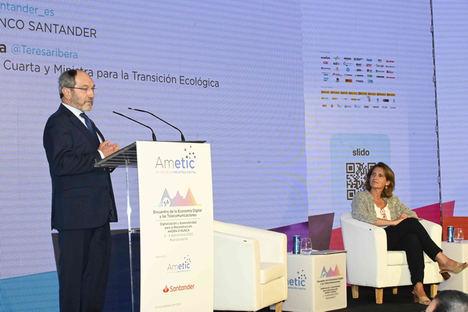 Pedro Mier, presidente de AMETIC y Teresa Ribera, vicepresidenta cuarta y ministra de Transición Ecológica.