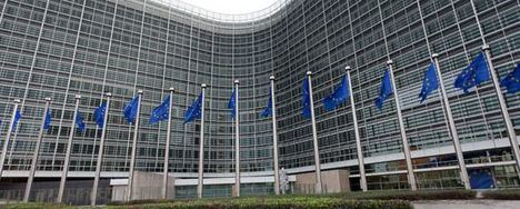 La Comisión Europea sostiene que Telefónica ha incumplido los compromisos asumidos para obtener la autorización de la adquisición de E-Plus