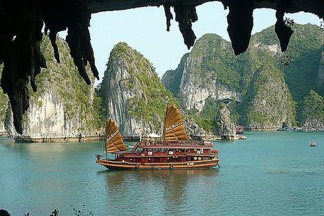 La belleza de Halong en el mar... o en medio de arrozales