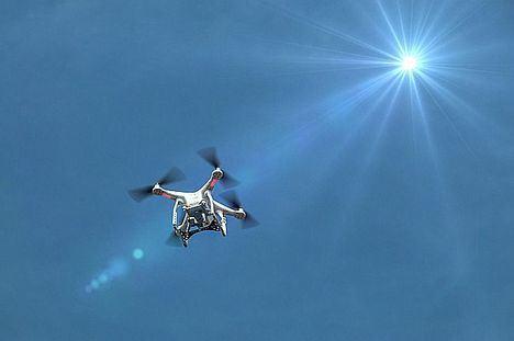 ENAIRE presenta su aplicación para volar drones de forma segura desde dispositivos móviles
