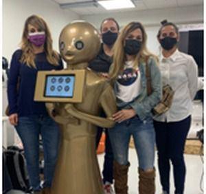 """El robot """"Teky"""" , primer robot para pedir taxi del mundo se estrena en Fitur 2021"""