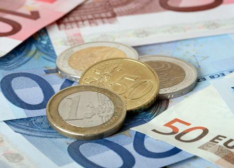 Guardar el dinero en casa para evitar las comisiones de los bancos, ¿es legal?