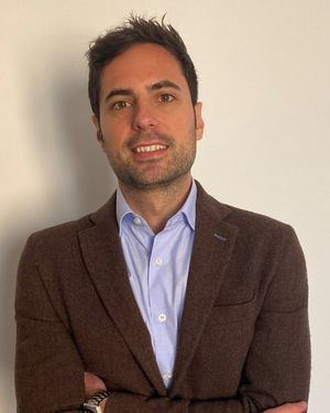 Jorge Lázaro, vicepresidente de la Asociación Española de Mascarillas, Batas y EPIs.