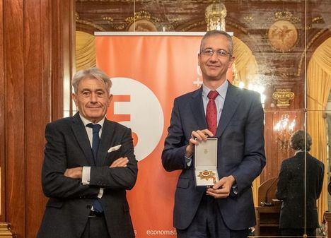 El Banco de España, su gobernador, Pablo Hernández de Cos, y el economista Enrique Fuentes Quintana, a título póstumo, premios Gran Cruz al Mérito en el Servicio de la Economía 2021 del Consejo General de Economistas