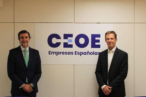 De izqda. a dcha.: Javier Calderón, director de Empresas y Organizaciones de la CEOE y Carlos Peraita, director general de ANEFHOP.