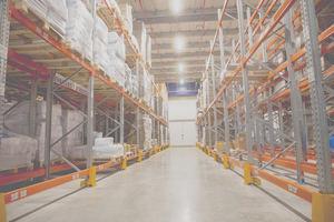 AR Racking combina varios sistemas de almacenaje sismorresistentes en la nueva planta de EmergentCold
