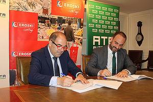 El presidente de ATA, Lorenzo Amor, y el director de Franquicias EROSKI, Enrique Martínez.