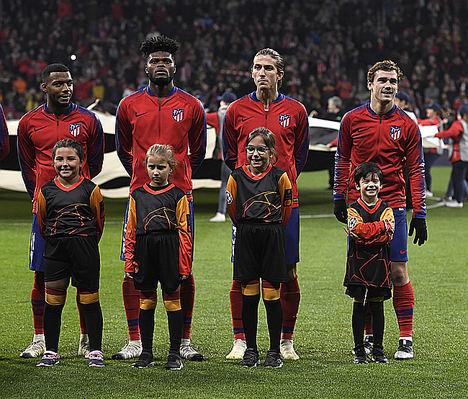 Mastercard España lanza un sistema que conecta la emoción de niños y familiares al salir al campo de fútbol de la mano de los jugadores de Champions League