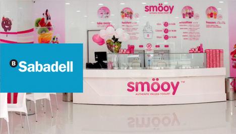 Smöoy firma un acuerdo nacional con Banco Sabadell para sus franquicias actuales y futuras