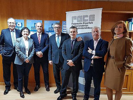 FECE firma un acuerdo con Santander ConsumerFinance para potenciar el negocio de sus 6.000 asociados
