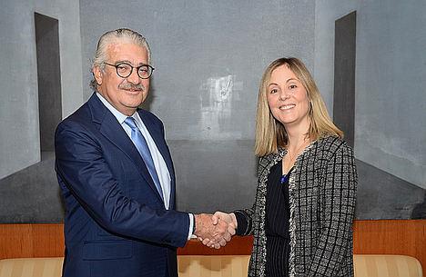 El consejero delegado de Endesa, José Bogas, junto a Emma Navarro, vicepresidenta del BEI.