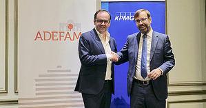 Alberto Zoilo Alvarez, presidente de ADEFAM, y Ramón Pueyo, socio responsable de empresa familiar de KPMG.