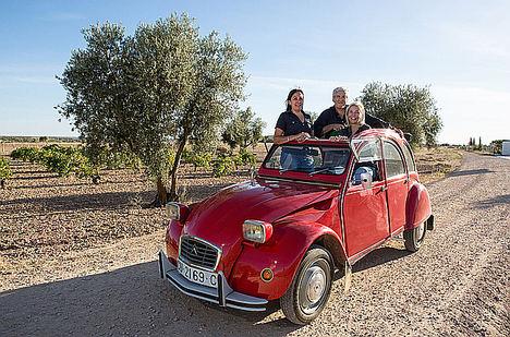 Margarita Madrigal, Alexandra Schmedes y Gonzalo Rodríguez, Más Que Vinos.