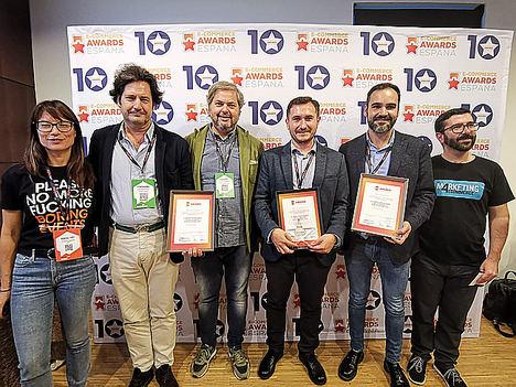 Alfonso Tomás (tercero por la derecha), CEO de PcComponentes.