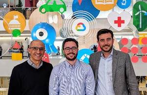 El Ceo de Altostratus, Daniel Aldea ( en el centro), junto con Javier Pérez-Trigo, Partner Manager de Google Cloud Iberia (a la dcha.), e Isaac Hernández, Country Manager de Google Cloud Iberia (a la izda.) en el Google Cloud Next 19 en San Francisco.