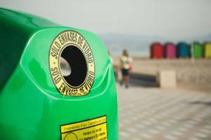 Alumnos de Arquitectura del CEU proponen una segunda vida a los contenedores de reciclaje de vidrio