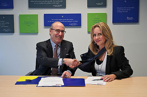 Ana Bujaldón, presidenta de FEDEPE y John de Zulueta, presidente del Circulo de Empresarios.