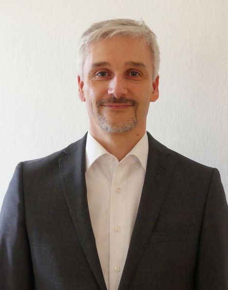 """Andreas Bamberg: """"La mayor funcionalidad 3D de EPLAN Pro Panel permite obtener directamente la información de fabricación para automatizar el armario de control y la ingeniería del sistema de interconexión""""."""