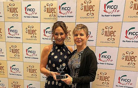 Arancha Manzanares (Premio Mujer Empresaria CaixaBank 2019), galardonada en los premios IWEC 2019