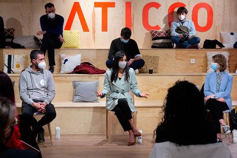 La vicealcaldesa del Ayuntamiento de Madrid, Begoña Villacís, junto con el presidente de Madrid Tech City, Javier Esteban, y María G. Piamonte, de España Nación Emprendedora.