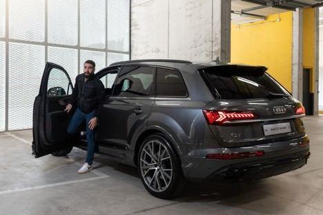 Los jugadores del Real Madrid C.F. reciben las llaves de sus nuevos Audi