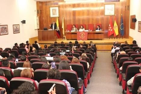 Trescientos alumnos de la primera promoción de la Escuela del Migrante obtuvieron sus títulos de formación con la Camilo José Cela