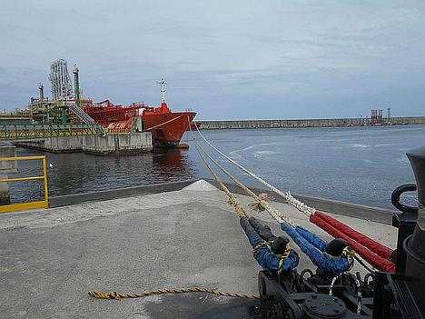 Axpo suministra gas desde Bilbao al buque- grúa más grande del mundo