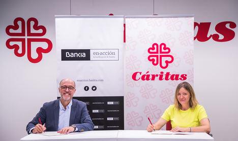 El director de Gestión Responsable de Bankia, David Menéndez, y la secretaria general de Cáritas Española, Natalia Peiro.