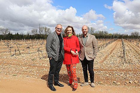 Belén López, Pedro Ballestero, Master of Wine (MW) y Elías López Montero, enólogo de Verum.