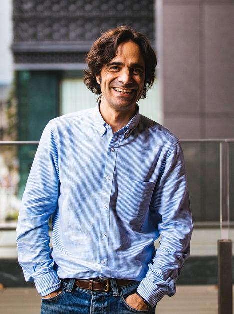 Científicos catalanes del MIT realizan en Barcelona los primeros ensayos clínicos perfeccionando una App que diagnostica la COVID-19 con la propia tos