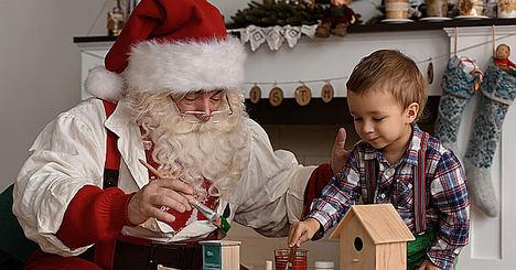 Un Papá Noel a domicilio y un cantante de villancicos, entre las profesiones más curiosas que se generan en Navidad