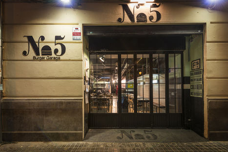 Abre en Valencia la 1ª hamburguesería ambientada en un taller mecánico de los 70 decorada con piezas de anticuarios
