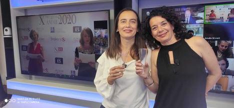 Montse Mir y Carol Pinilla, cofundadoras de CMBMediala, durante la entrega de los premios AMMI2020.