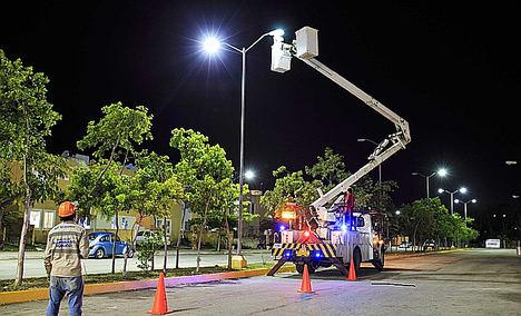 CNEL EP restaura el alumbrado público de Guayaquil