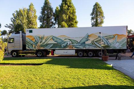 Las startups Taruga Creaciones y Trucksters presentan el primer camión convertido en obra de arte cuya pintura contribuye a reducir el impacto ambiental en las carreteras