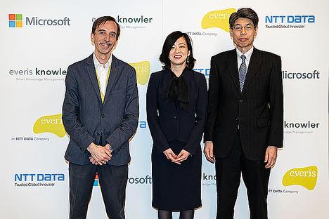De izqda. a dcha.: Carlos Galve, socio responsable de Innovación de everis; Asako Yoshida, Global Account Technology Strategist, Microsoft Japan; Tsuyoshi Kitani, CTO de NTT Data.