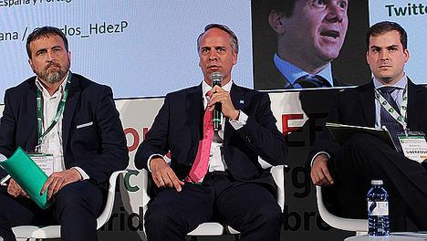 Carlos Hernández Puente, durante la ponencia.