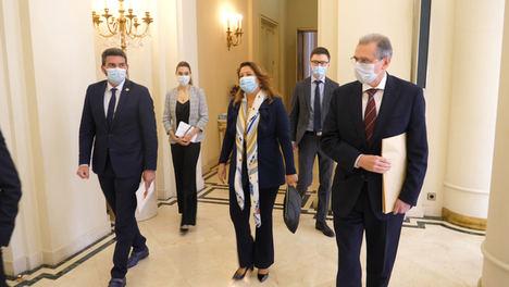Andalucía y Murcia coinciden en reclamar al Gobierno que retome las negociaciones diplomáticas para poner fin al veto ruso