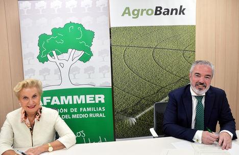 CaixaBank firma un acuerdo con AFAMMER para impulsar la actividad agraria en España