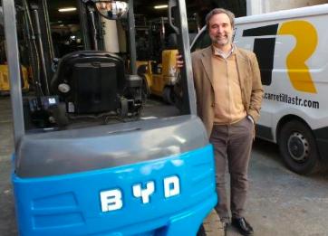 Carretillas TR presenta las ventajas de las baterías BYD de fosfato de hierro-litio