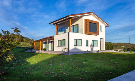 Ocho pros y contras de construir o rehabilitar una vivienda para hacerla más sostenible: ¿Qué opción es mejor?