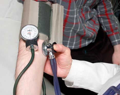 Casi cuatro de cada diez españoles sufre de hipertensión, más de 14 millones