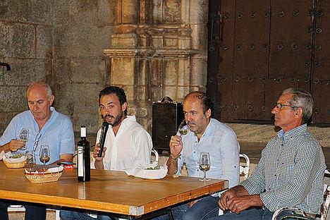 Los Santos de Maimona celebra una cata pública comentada sobre varios vinos premiados de la zona