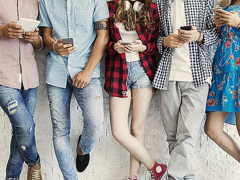 Códigos secretos que usan los adolescentes para ocultar a sus padres lo que hacen en las redes sociales