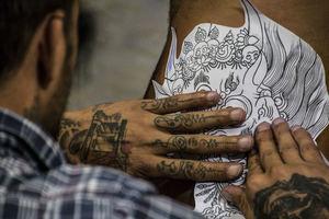Cerca de 15.000 tatuadores ejercen de manera irregular en España